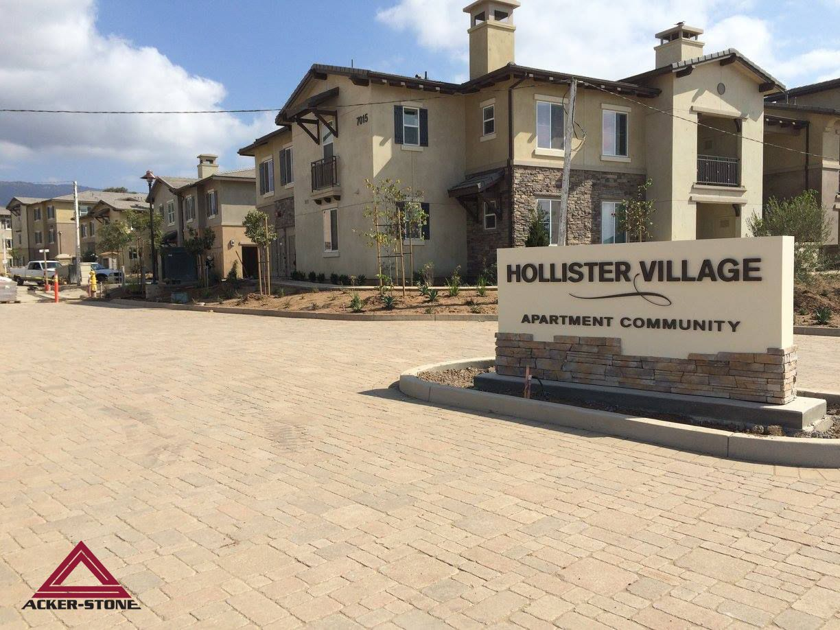 Beautiful Hollister Village Apartments With Our Tumbled Pavers They Look Amazing Great Job Cjm La Ackerstone Apartment Communities Pavers House Styles
