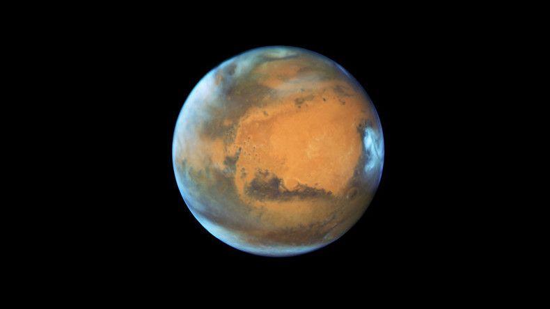 Hubble telescope captures Mars image on eve of opposition phenomenon.