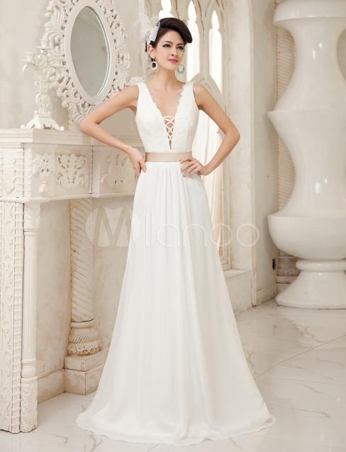 Brautkleid aus Chiffon mit V-Ausschnitt in Elfenbeinfarbe ...
