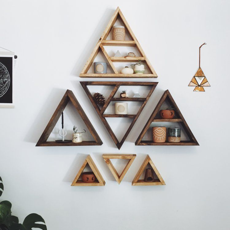 Love This Triangle Shelf Grouping Avec Images Etagere