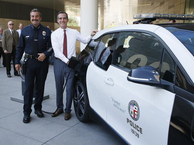 Level 2 Charge Of The Light Bar Brigade Bmw To Supply Lapd With 100 Electric I3s Bmw I3 Tesla Model S Bmw