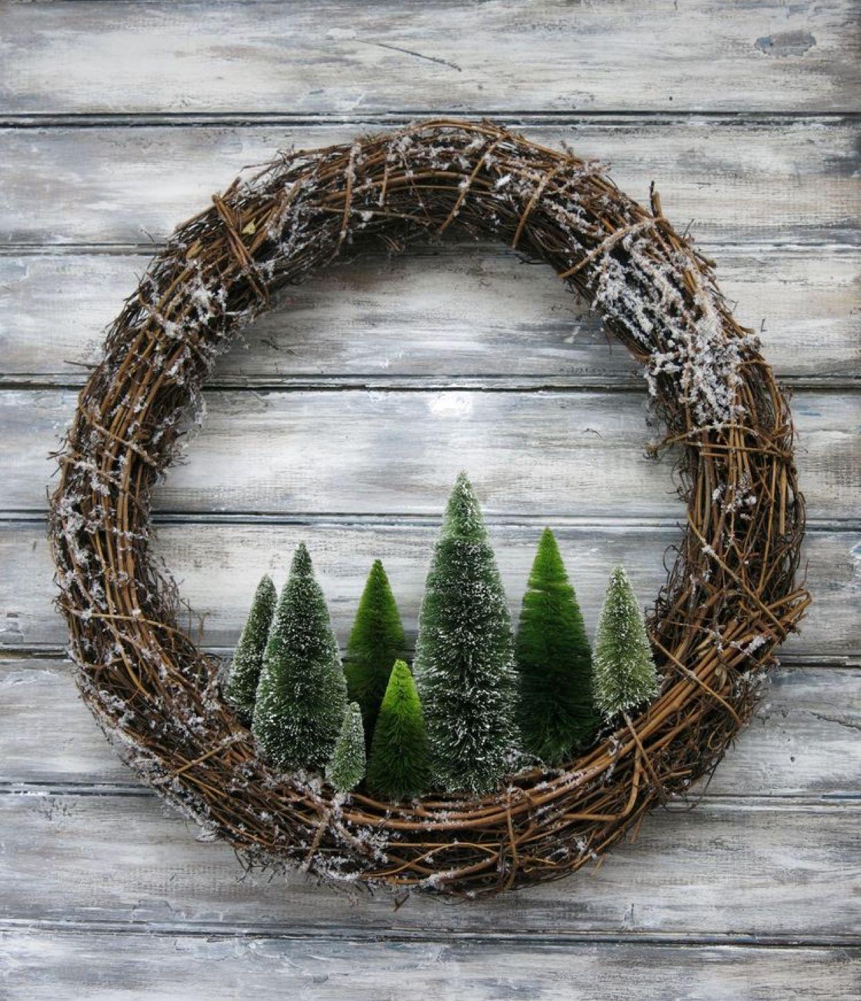 Pretty And Simple Christmas Wreath Idea Easy Christmas Wreaths