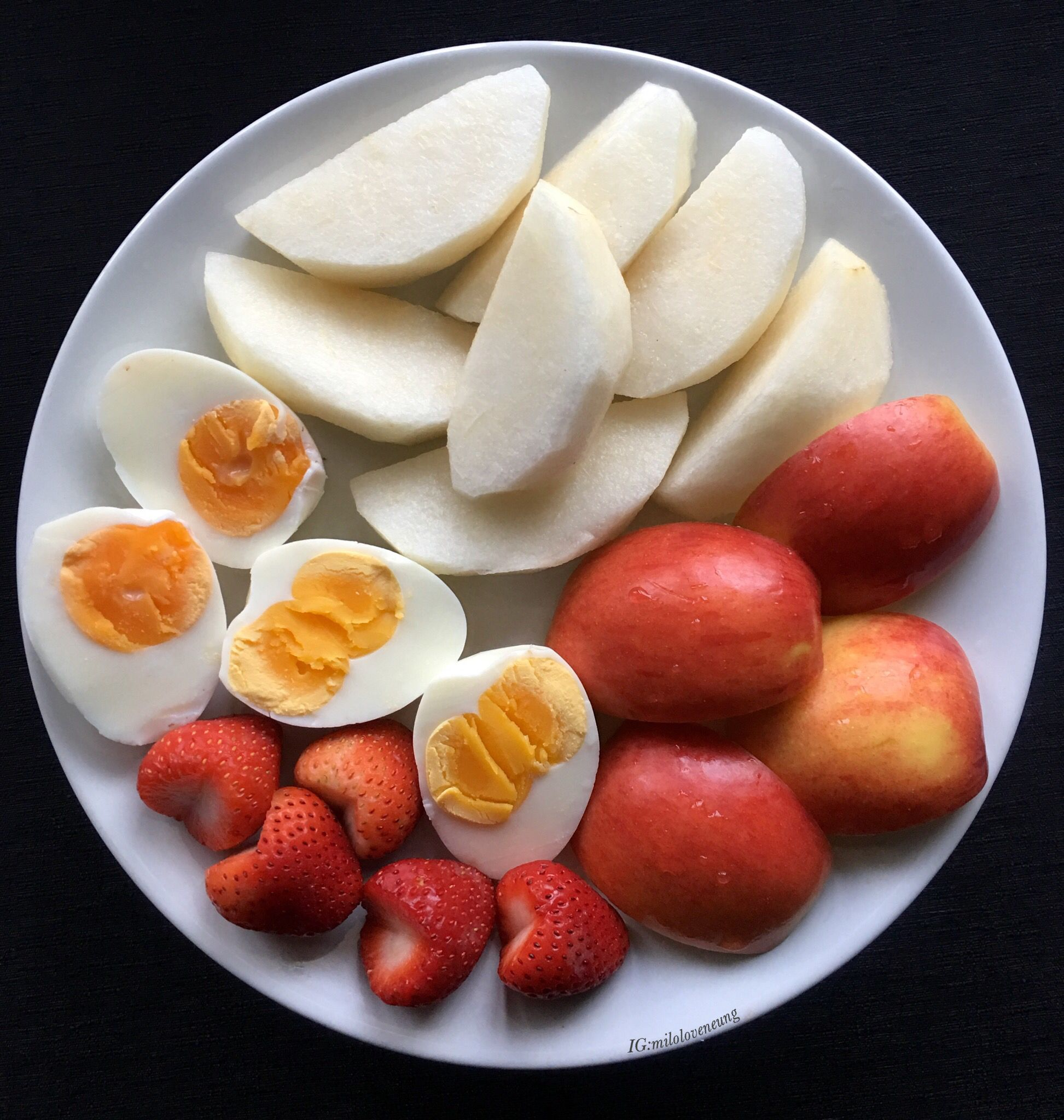 """มื้อเช้าค่ะทุกคน""""ไข่ต้มกับผลไม้""""คือทางออกเวลารีบๆของพี่ค่ะ #อาหารคลีน#อาหาร#อาหารไทย#ทำง่าย#อาหารคลีนเพื่อสุขภาพ #อาหารเพื่อสุขภาพ#อาหารลดน้ำหนัก #อาหารควบคุมน้ำหนัก#คลีน#อาหารง่ายๆ#อร่อย#อาหารคลีนของพิมพ์รภัช#พิมพ์รภัชกินวนไปค่ะ#70162#easycooking#cleanfood#healtyfood#thaicleanfood#cleaneating#foodshare#homemade#delicious#yummy"""