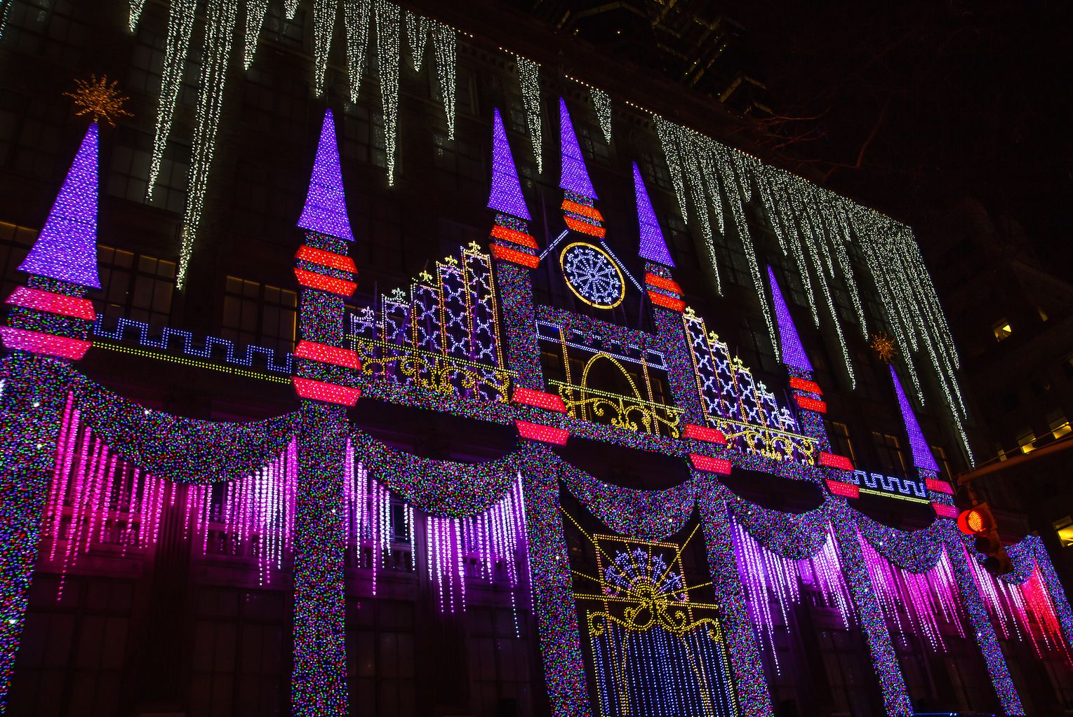 NYC Christmas Windows: A Free Walking Tour (Self Guided) | Store ...