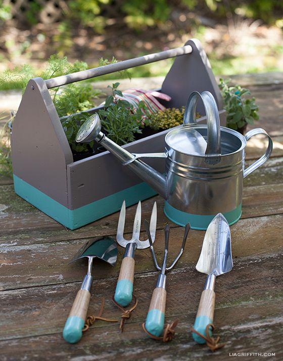 Diy dip painted garden tools with matching watering can for Gardening tools watering