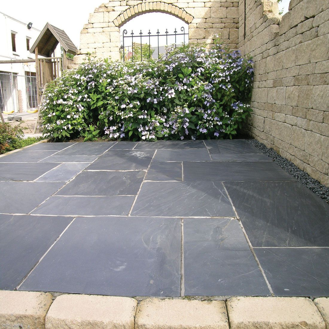 This Pavestone Natural Slate Paving In Midnight Has A Dark Blue/grey Colour  And Suits Both Traditional And Contemporary Garden Design Styles.