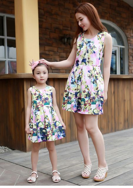 62e110c44e5 Matching Mother Daughter Clothes Fashion Family Outfits Mom Girl Dress  Mommy Me Summer Fashion Floral Print Sleeveless Dresses