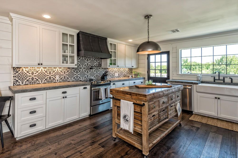 20 Modern Farmhouse Kitchen Ideas For Your Next Reno Farmhouse Style Kitchen Modern Farmhouse Kitchens Joanna Gaines Kitchen