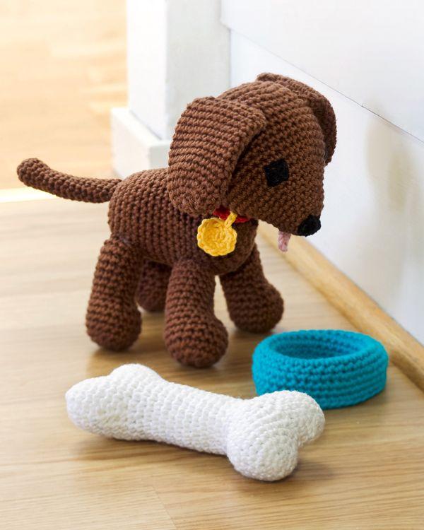 Hund, ben och matskål #knittingroom #virkat #amiguri