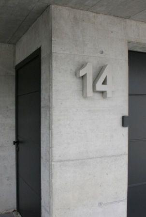 Hausnummer beton natur 32cm vordert r haus for Beton haus bauen