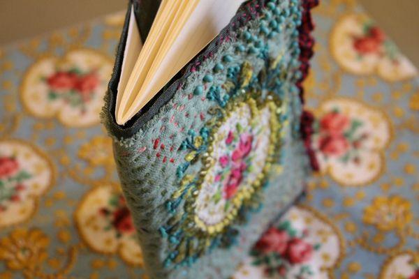 romantique bleu facile c cile gipsy quilt pinterest broderie ma petite et bleu. Black Bedroom Furniture Sets. Home Design Ideas