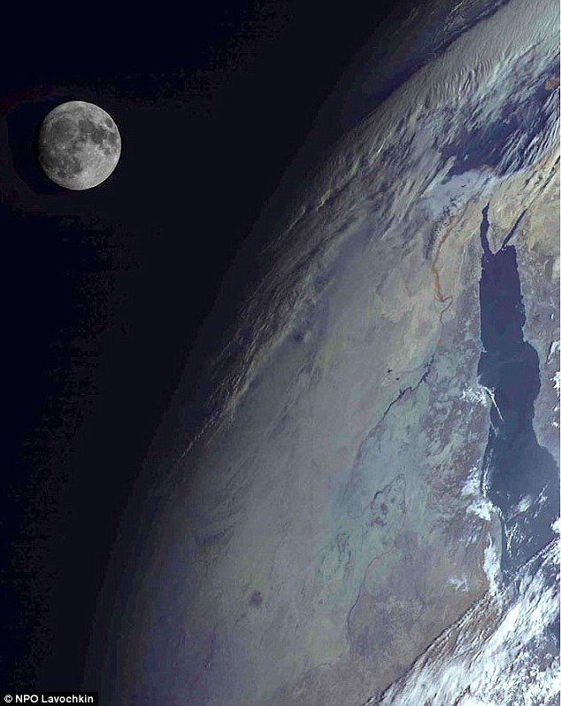 Same Planet Same View So Why Do These Russian Satellite Images - Satellite pictures of earth