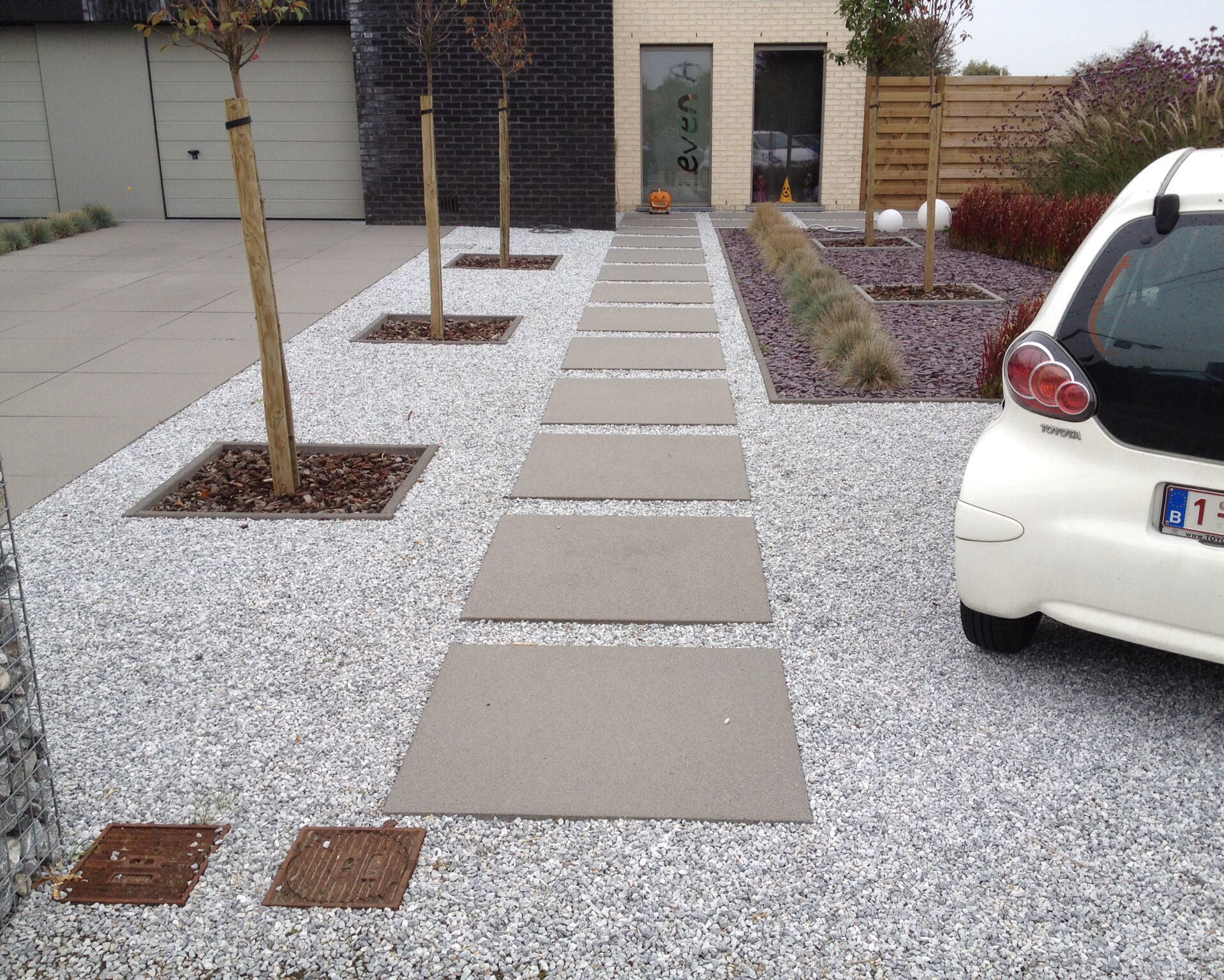 Betontegel met grind oprit gardens driveways and tuin