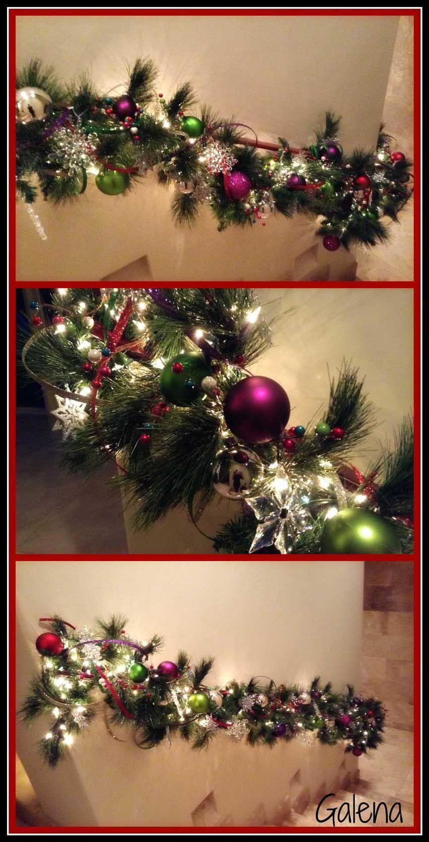 decorando la guirnalda en las escaleras - Guirnaldas Navidad