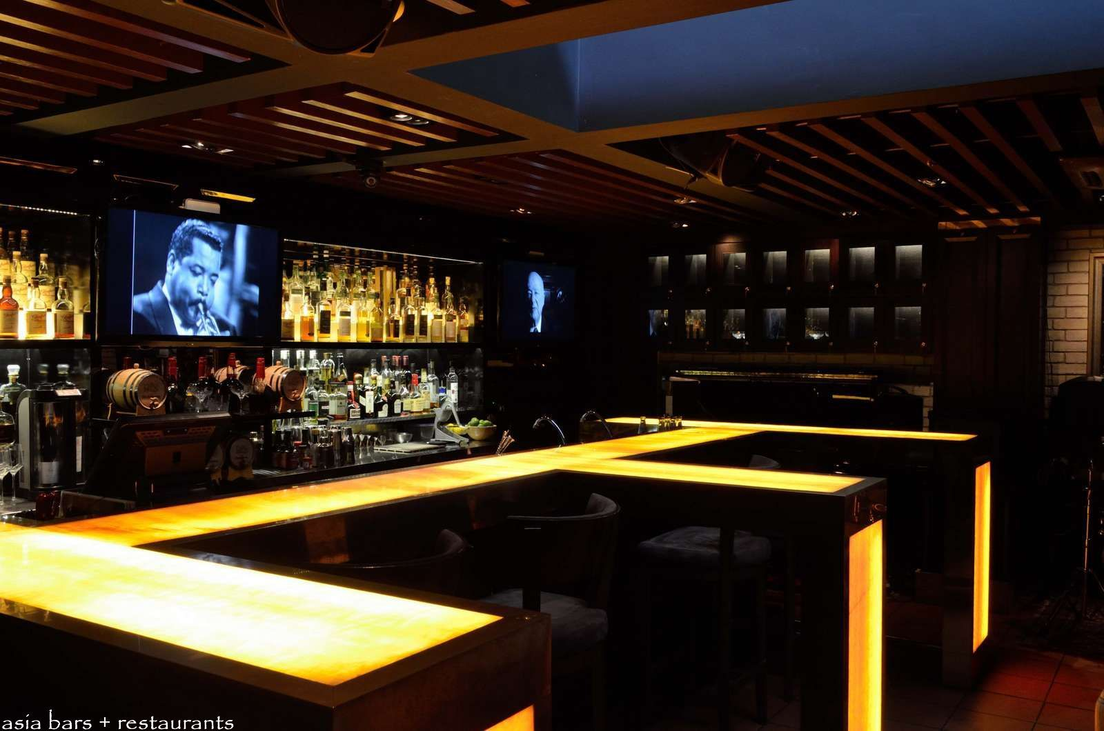 Led lit acrylic table top sides singapore whiskey bar for Acrylic bar top