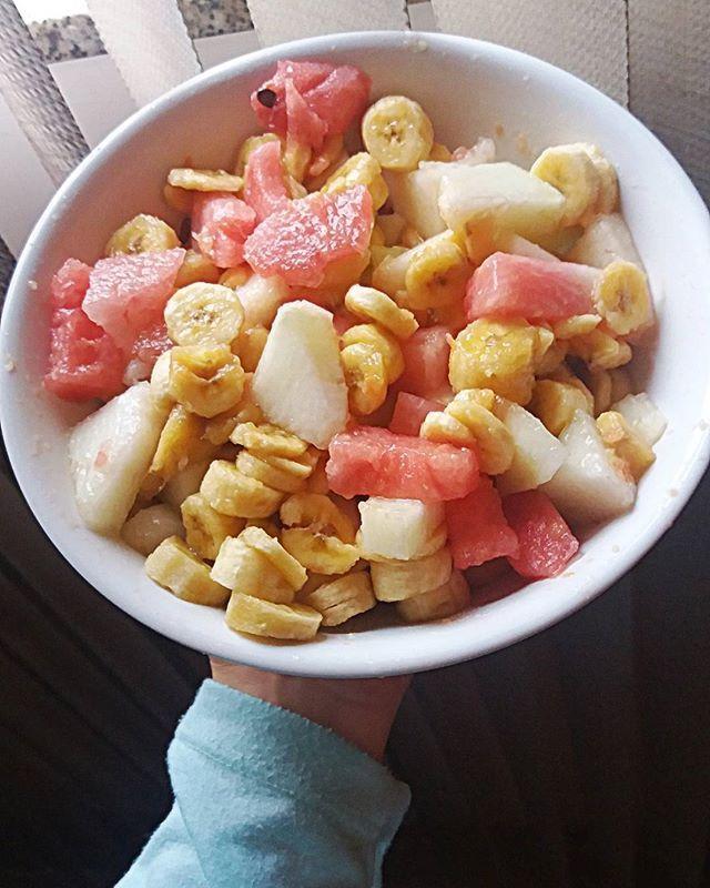 Bom dia meu 🐙 Olha quem voltou 😻 meu cafezin de todas as manhãss! Um ótimo dia pra nois!! 👉 banana, melancia e melão #govegan #vegan #vegetarian #veganfood #veganfoodshare #veganpornfood #veganlifestyle #veggies #cafedamanha #veganaporamor #veganpelosanimais #happyfood #foodphotography #mascomeoque #oquevegancome #whatveganseat #eat #healthylife #estilodevida #semsofrimento #breakfastvegan #morning #tastyfood #cheers #fruits #fit #fitness  Yummery - best recipes. Follow Us! #tastyfood