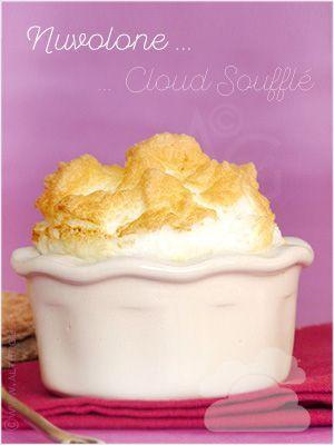 Soufflé aérien d'œuf cocotte - Nuvolone ou Cloud Soufflé - #cloudeggs Il parait que la tendance du moment, c'est le «cloud egg» … ????☁️  Cela me fait penser à cette vieille recette, dans le même esprit. Le Nuvolone (nuage en Italien) ou Cloud Soufflé, qui est finalement un «cloud egg cocotte»  C'était super bon et facile à faire ! ???? #cloudeggs Soufflé aérien d'œuf cocotte - Nuvolone ou Cloud Soufflé - #cloudeggs Il parait que la tendance du moment, c' #cloudeggs