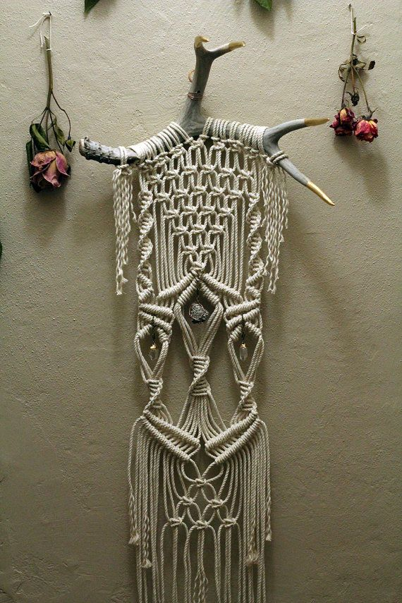 macram wall hanging on deer antlers with crystals and pyrite macrame pinterest macram. Black Bedroom Furniture Sets. Home Design Ideas