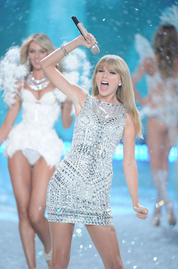 Taylor Swift Fashion - 20+ of Taylor Swift's Most Beautiful Looks - Cosmopolitan