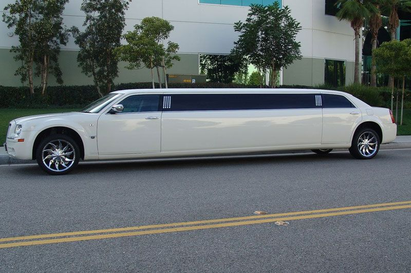 Rent Luxury Cars In India Chrysler Limos From Eco Rent Cars - Chrysler 300 limo