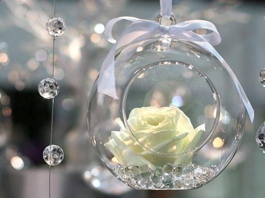 Wiszace Dekoracje Szklane Kule Sweet Wedding Blog Slubny Dla Najfajniejszych Panien Mlodych Wedding Decorations Christmas Bulbs Simple Flowers