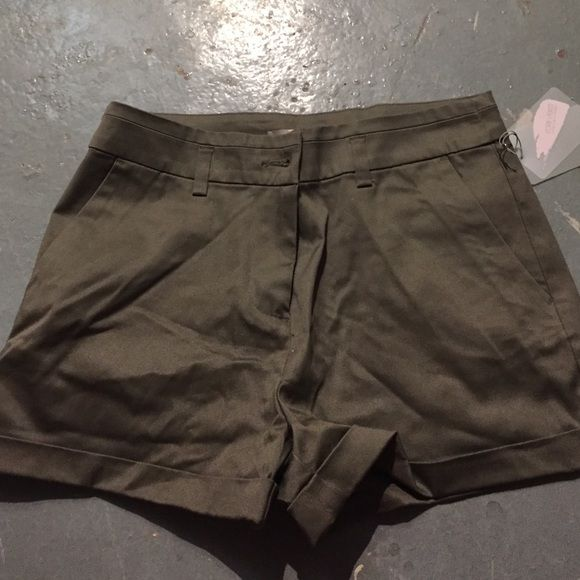 Forever 21 woven shorts size small Nwt Cuffed contemporary forever 21 cocoa woven shorts nwt Forever 21 Shorts Skorts