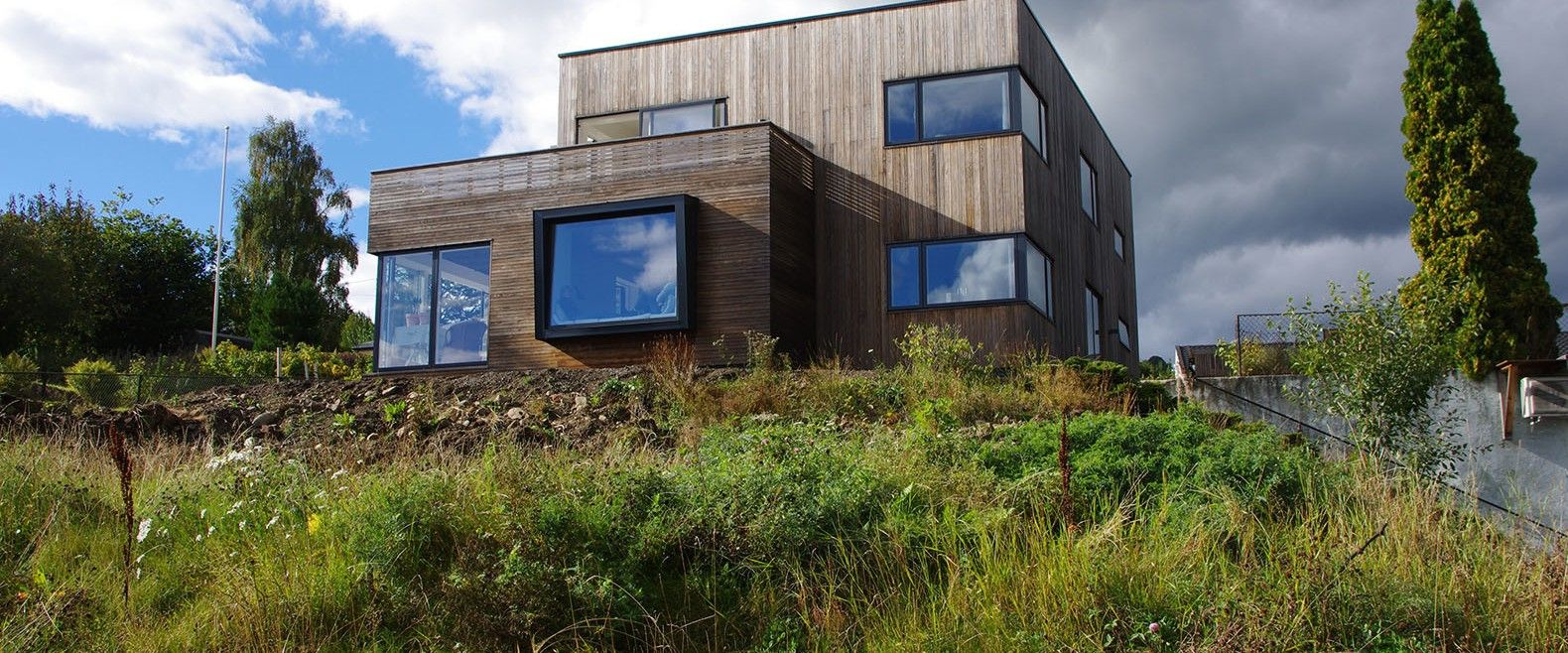 76 Year Old Funkis Home In Norway Gets A Passive House Makeover Hus Tak Vinduer