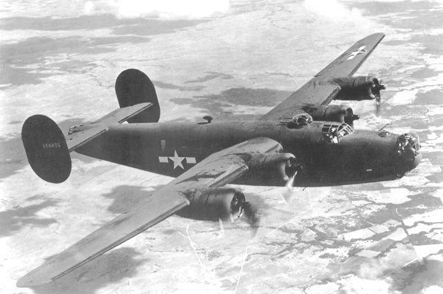 B-24 Liberator var ett av andra världskrigets mest använda och kända bombflygplan. Det användes av de allierade för långdistansanfall mot markmål på upp till 3 500 km avstånd. Planet användes även till ytövervakning på Atlanten och i Medelhavet, då med extra bränsletankar i stället för bomblast. Besättningen bestod normalt av 10 man.