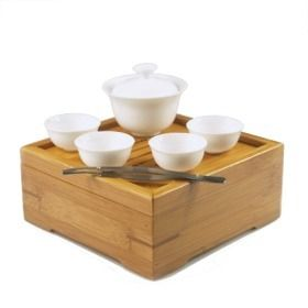 Oh, my word. A small Traveler Tea Set. Makes me feel so Orient Express!