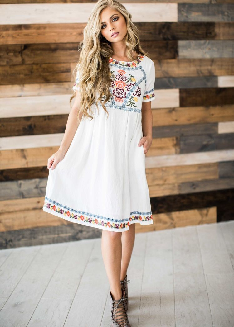2c1501d5a67 25 Ways To Wear Dress Outfits. White dress with flowers + summer ankle boots.  Casual classy vintage loose women fashion.