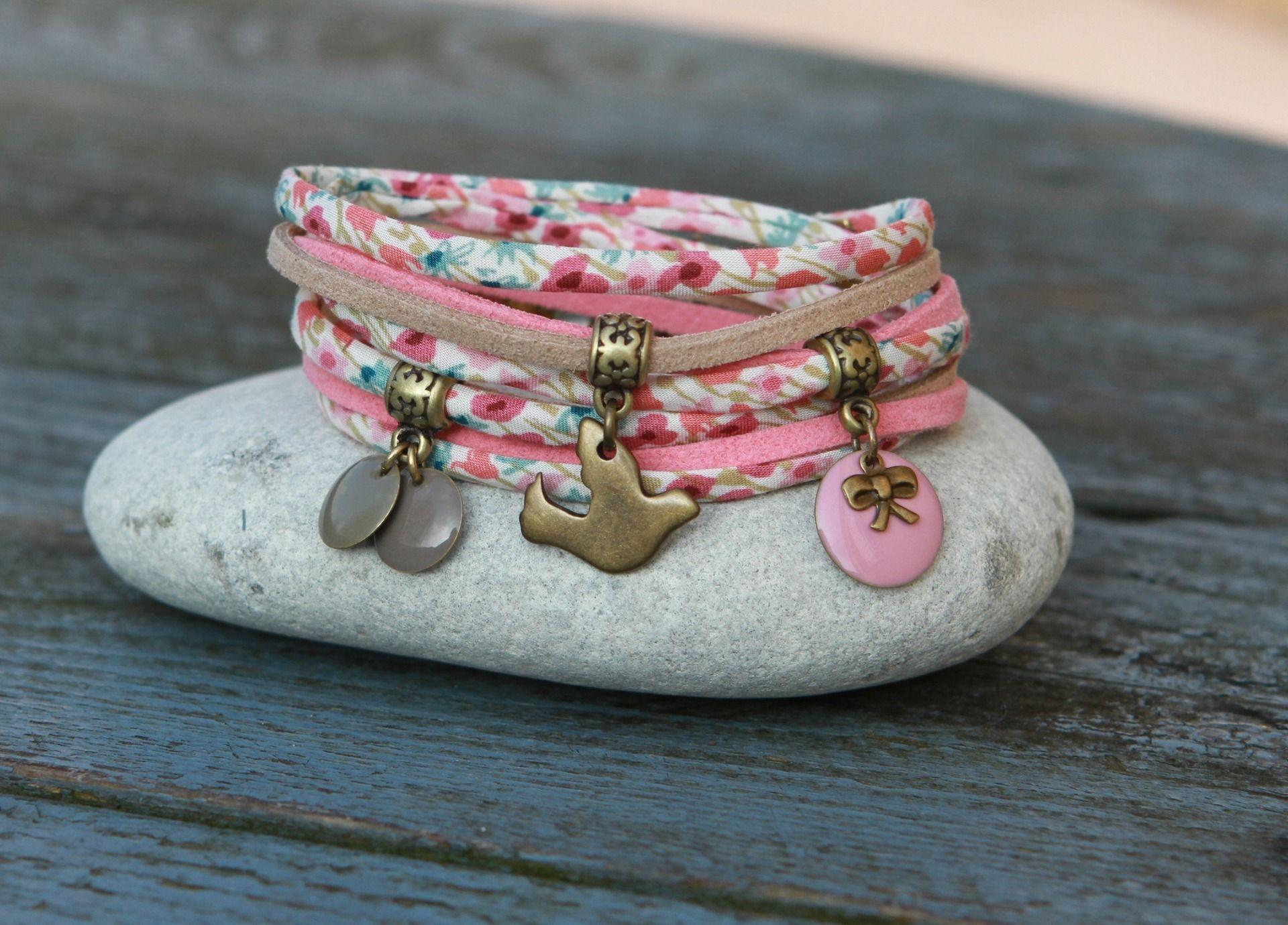 Bracelet liberty cordon tissu soie et suedine 2 tours joueuse breloque lucky sept et - Tissu pour bracelet liberty ...
