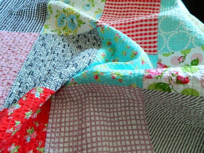Quilt nähen eine schöne Decke aus vielen verschiedenen Stoffen ...