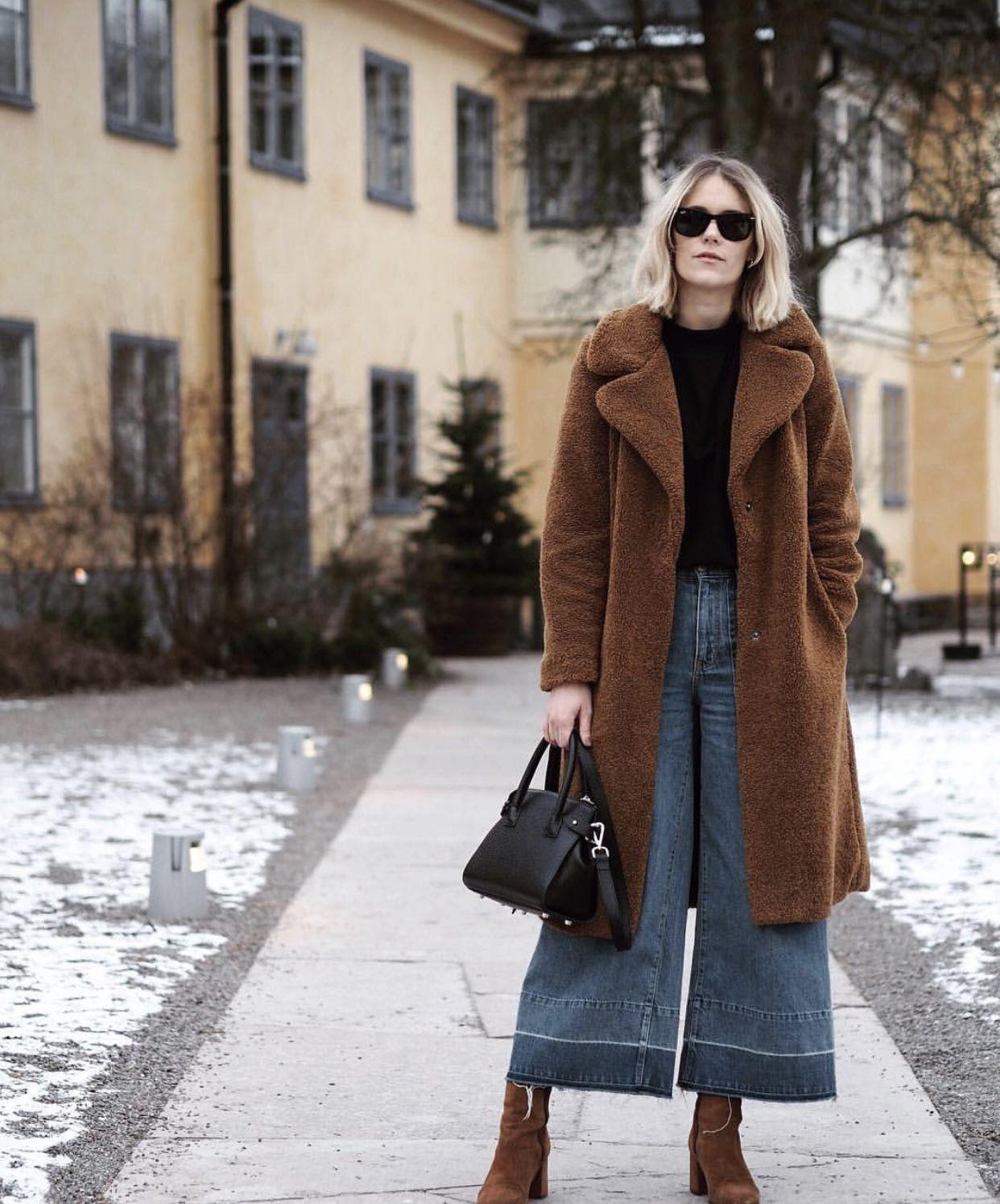 f90259f0dbce Norweigian blogger Sara Strand wearing DECADENT Adele tiny shopper in black.