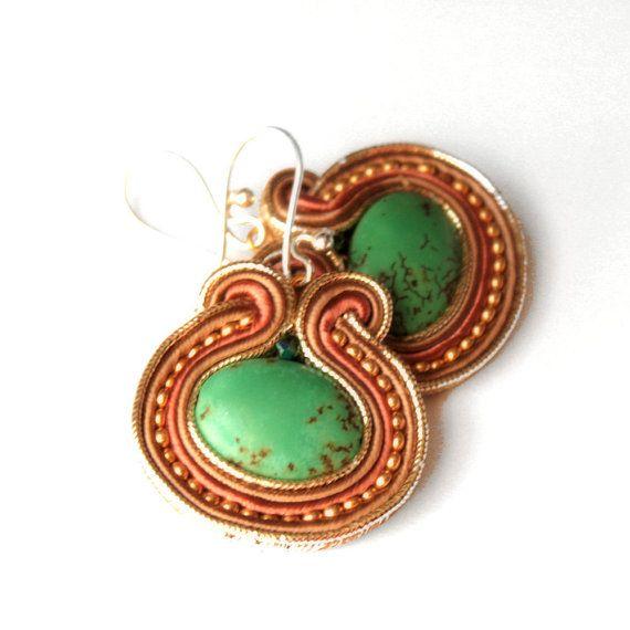 green eye  soutache earrings  free shipping di KimimilaArt su Etsy