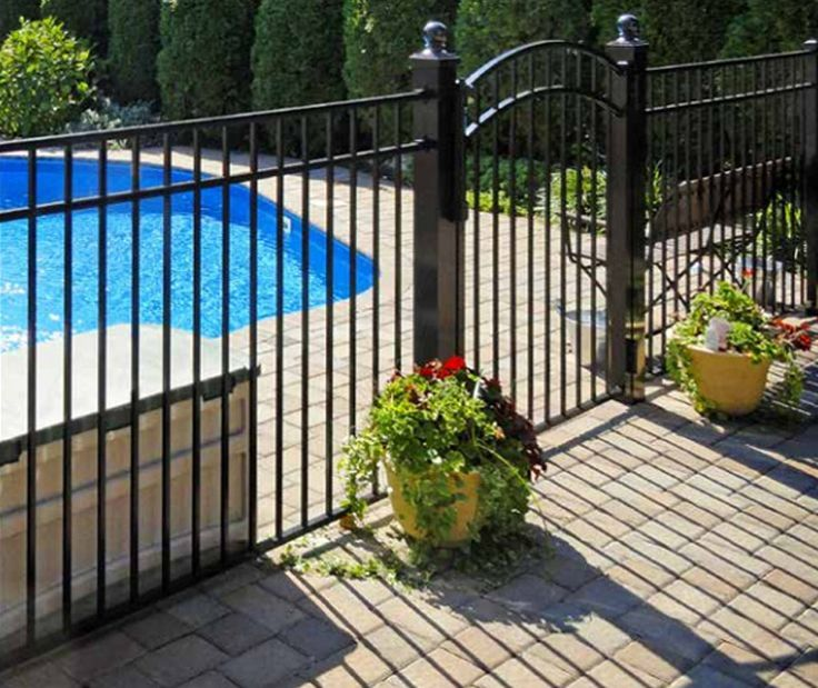 Aluminum Pool Fences Are Affordable And Good Looking A Black Metal Pool Fence For Example Wil Backyard Pool Landscaping Aluminum Pool Fence Pool Landscaping