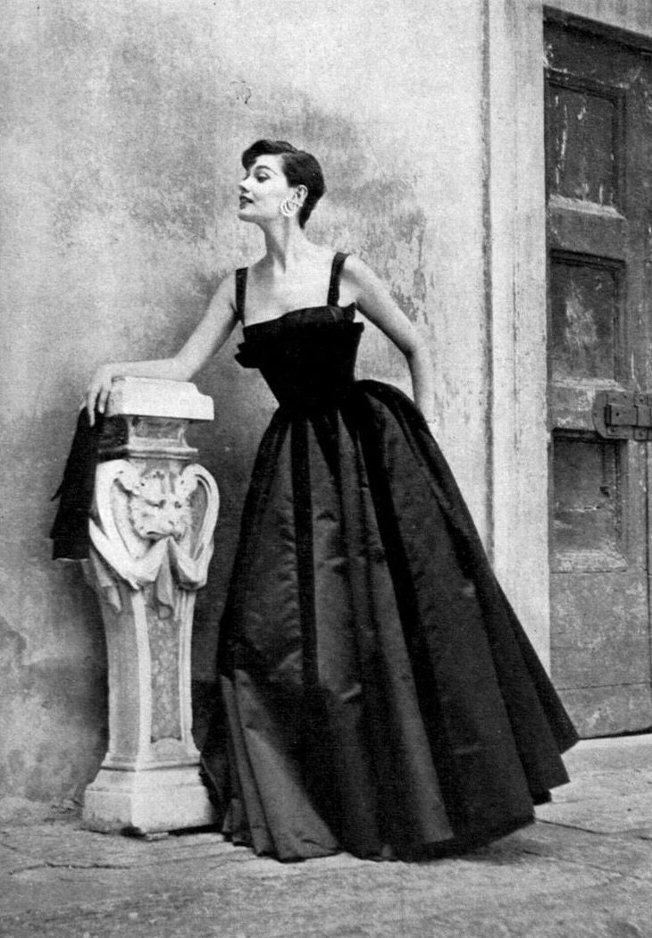 Joan Whelan Vogue 1954 Fifties Fashion Vintage 1950s Dresses Vintage Ball Gowns
