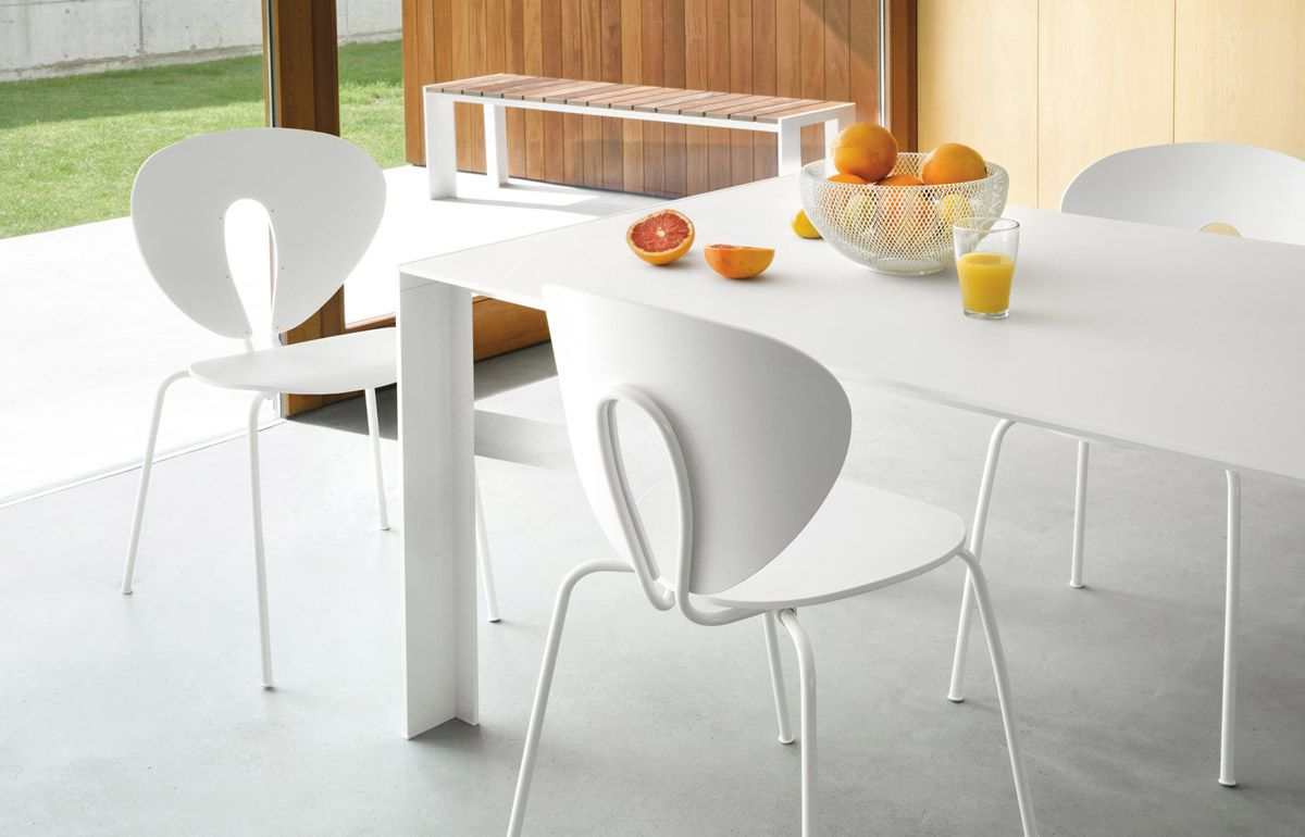 Villarcayo House By Pereda Perez: Deneb Dining Table With Globus Chairs In  White