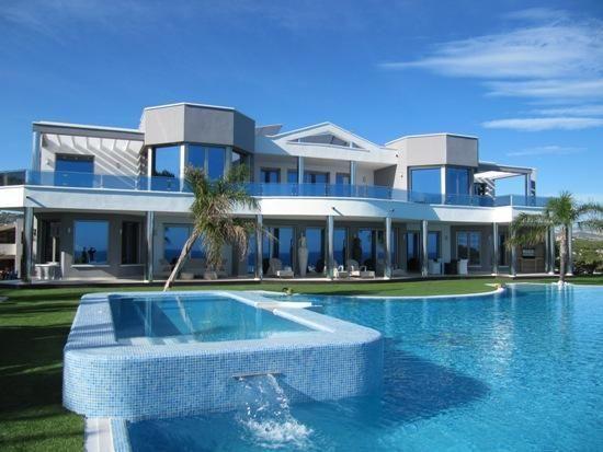 Casas modernas por dentro y por fuera con alberca buscar - Casas bonitas por dentro ...