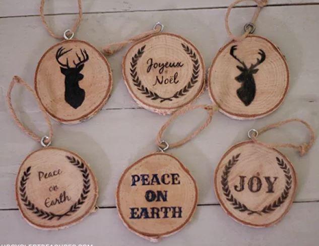 Idée deco de noel originale : des rondelles de bois imprimées à ...