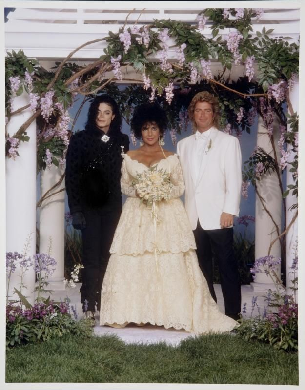 ELIZABETH TAYLOR ORIGINAL WEDDING PHOTOGRAPHS   Price Estimate: $1000 .