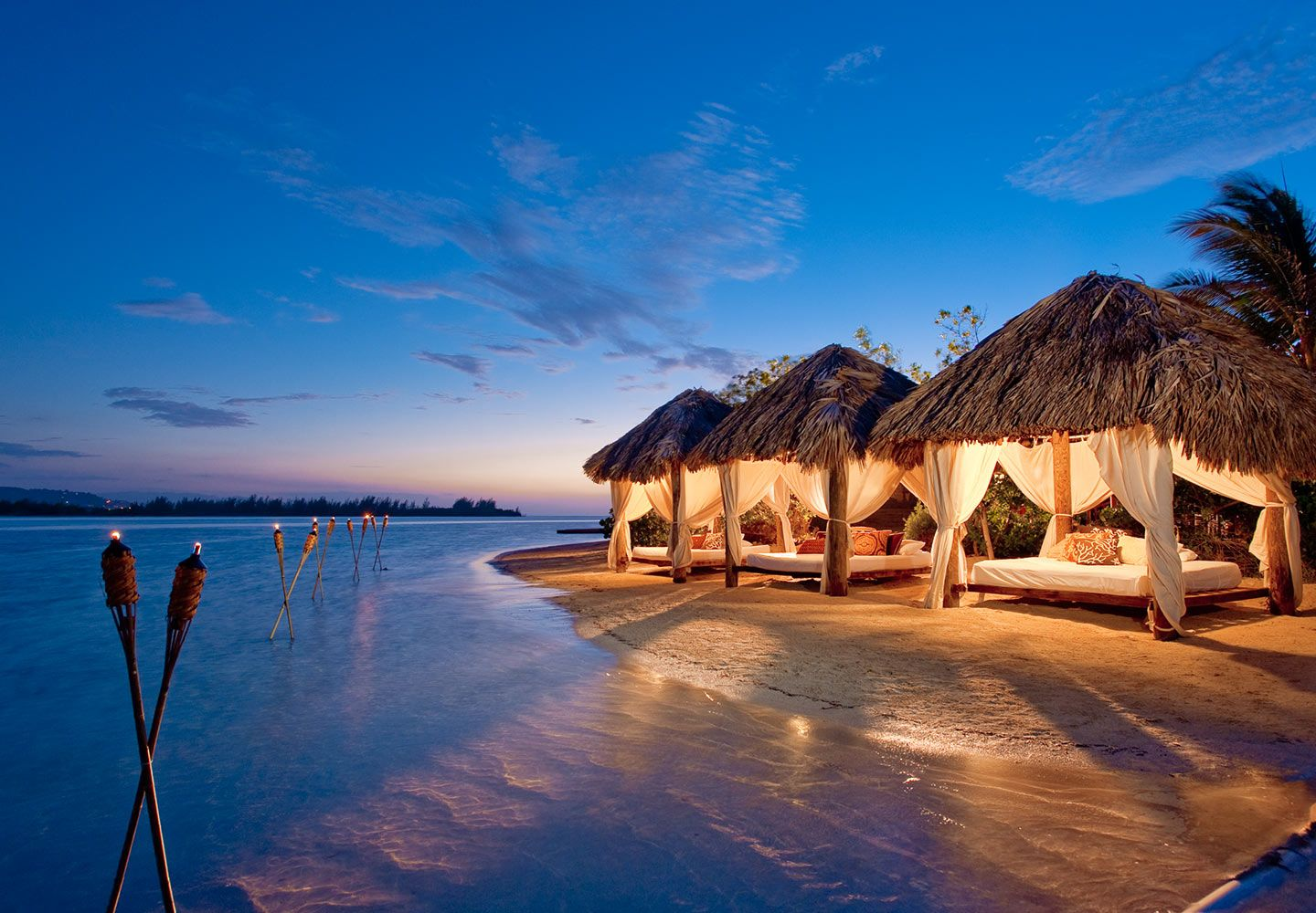 View tropical vacation photos videos of sandals resorts for Best caribbean romantic vacations
