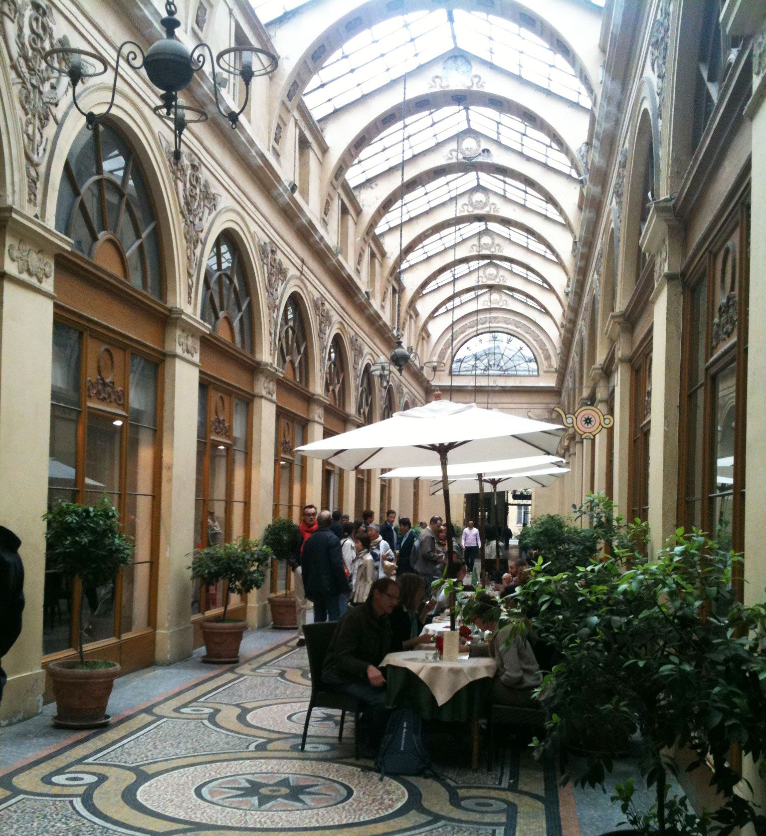 A Priori Thé: A Hidden Gem of Paris. A Priori Thé is an American-run tearoom in one of the prettiest covered galleries in Paris, the Galerie Vivienne. Great coffee, teas, and light lunches; their desserts are excellent. Near the Louvre (35-37 Galerie Vivienne)