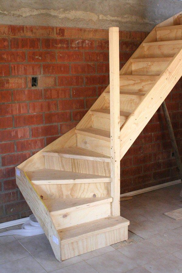 Escalera 24624 24624 Jpg 600 900 Pixeles Escaleras De Madera Interiores Escaleras De Desvan Escaleras Para Casas Pequenas