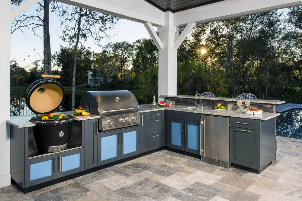 20 Amazing Outdoor Kitchen Ideas Your Guests Will Go Crazy For With Images Kitchen Inspiration Design Outdoor Kitchen Design Outdoor Kitchen Cabinets