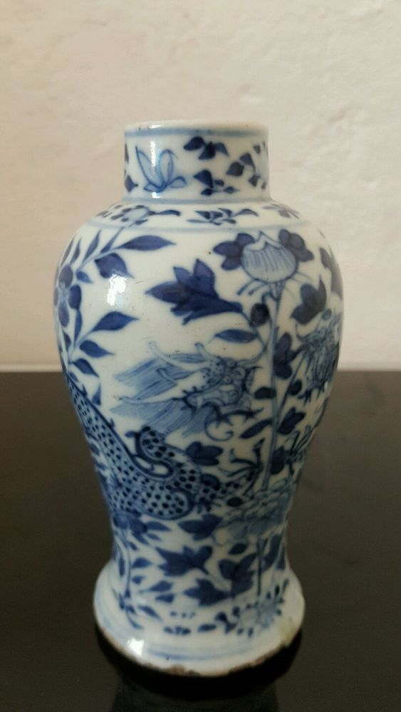 ANTIQUE CHINA CHINESE BLUE PORCELAIN VASE WITH DRAGON