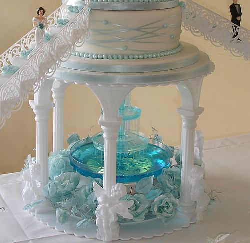 pictures of wedding cakes with fountains and stairs castles wedding cake with grandmas western 18474