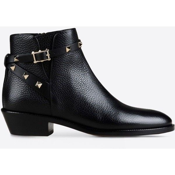 Valentino Garavani Rockstud Noir Ankle Boot (3.908.185 COP) ❤ liked on Polyvore featuring shoes, boots, ankle booties, black, strappy ankle boots, black bootie boots, bootie boots, strappy booties and short black boots
