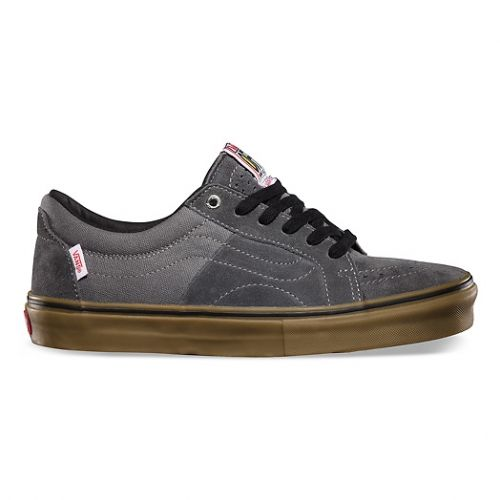 73214aba8a Pro skater Anthony Van Engelen s signature AV Native American Low features  advanced cushioning