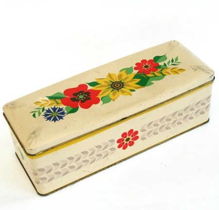 Lang metallboks med blomster