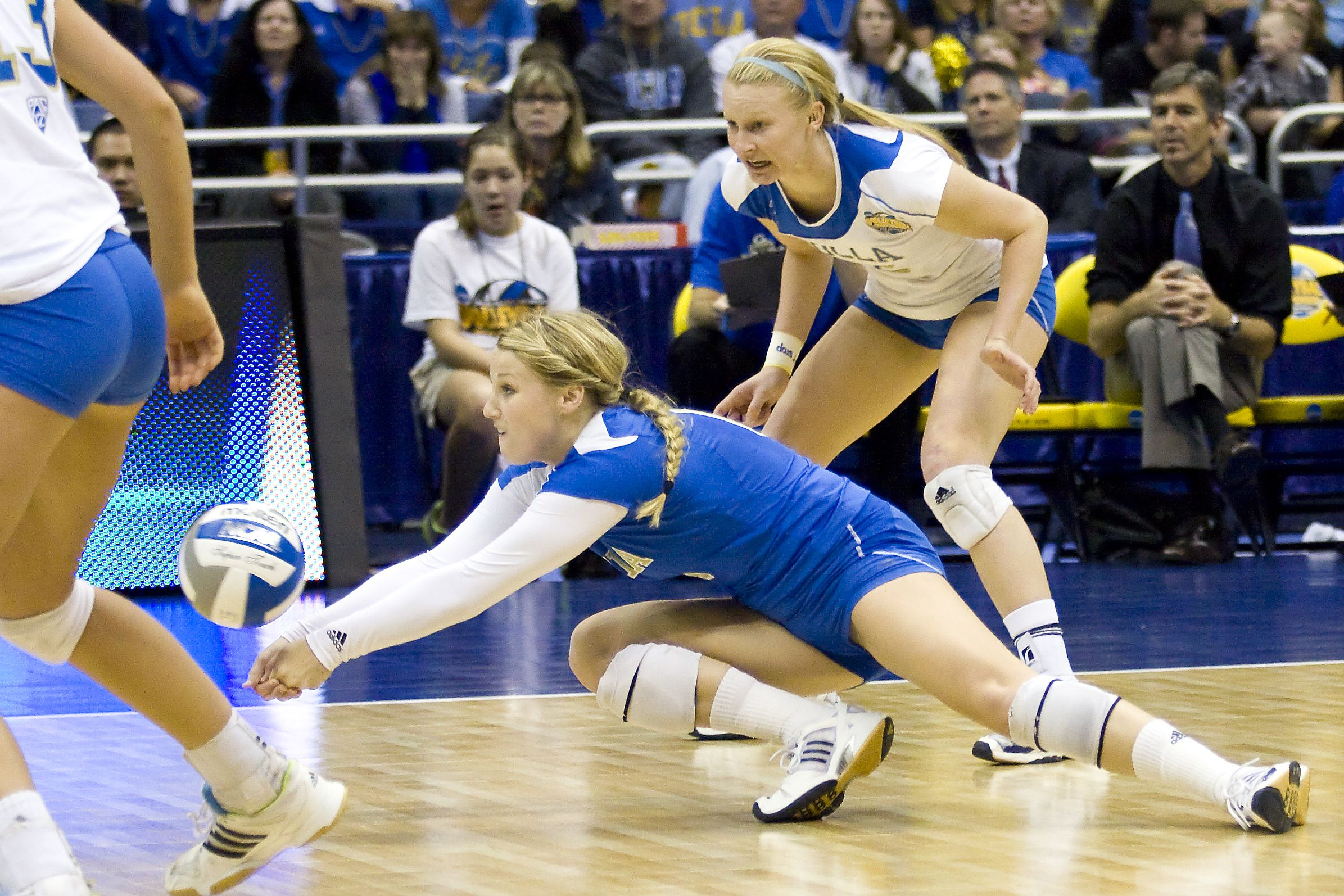 Senior Libero Lainey Gera Makes A Dig Thursday Night Gera Led The Volleyball Players Women Volleyball Volleyball